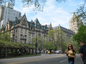 Lara in front of the Dakota